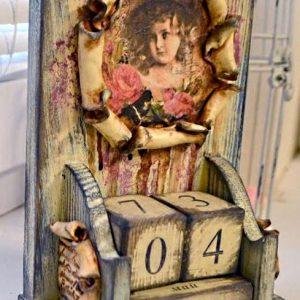 Игра рельефа и фактур, декор вечного календаря: видео мастер-класс Натальи Жуковой по декупажу.